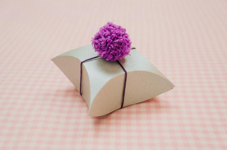 Square pillow box design